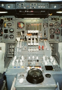 Swissair-Jumbo-Cockpit1