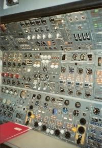 Swissair-Jumbo-Cockpit5